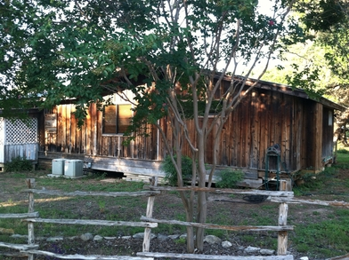 Vacation rental goat house properties canyon lake tx main for Cabins near whitewater amphitheater